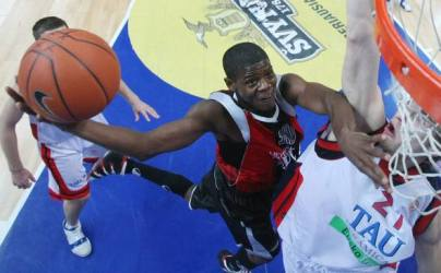 Hollis Price ante Baskonia